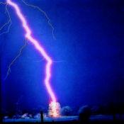 雷与闪电:强大风...