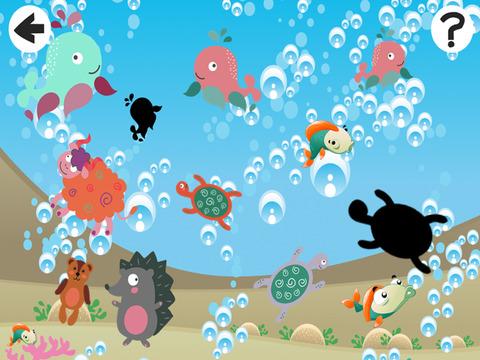 影游戏让孩子们对海洋的动物玩耍和学习的形状版