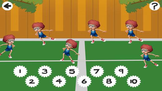 主动! 游戏儿童学习计数,以1-10在网球场