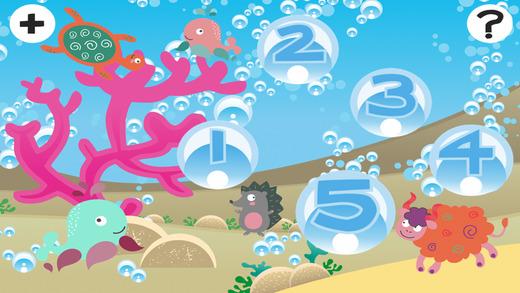 活动! 上浆儿童游戏玩耍和学习与大海的动物