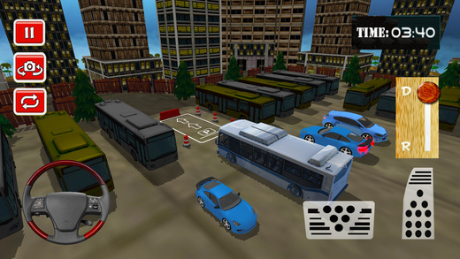 巨型城市公交车司机:驾驶公共汽车的城市道路