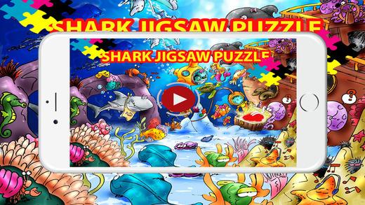 鯊魚魚拼圖遊戲的孩子們
