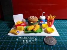 制作麦当劳汉堡...