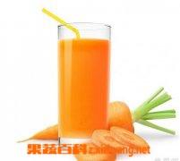 制作胡萝卜汁...