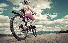 放学骑单车回家