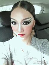 拉丁女孩化妆...